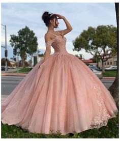 Quinceanera Dresses Blush, Mexican Quinceanera Dresses, Sweet 15 Dresses, Pretty Prom Dresses, Quince Dresses, Princess Ball Gowns, Fairytale Dress, Ball Gown Dresses, Xv Dresses