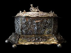 Silver casket with Venus and symbols of the four seasons by Christian I Pichgel in Gdańsk, before 1700, Museum of Decorative Arts in Berlin. © Marcin Latka #fragment #silver #casket #venus #symbols #fourseasons #christianpichgel #gdansk #artinpl #museum #decorative #berlin #openwork #tendril #octagonal #box #fruitfestons #gilt Great Names, Casket, Four Seasons, Art Decor, Decorative Boxes, Museum, Symbols, Silver, Venus