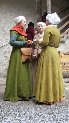 Company of Saynt George - Reenactment society for reign of Charles the… Medieval Costume, Medieval Dress, Medieval Fashion, Medieval Clothing, 15th Century Dress, 14th Century Clothing, Historical Costume, Historical Clothing, Historical Photos