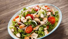 Easy Chicken Salad recipe for back to school. Learn how to make chicken salad at home and find out how we keep our mayo based salad cool so Basic Chicken Salad Recipe Easy, Easy Salad Recipes, Chicken Salad Recipes, Recipe Chicken, Roast Chicken Fillets, Salat Wraps, Pollo Chicken, Canned Chicken, Bbq Chicken