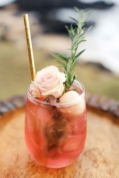 Life Hacks : 20 Stunning Tablescape Ideas for a Boho Wedding Party Drinks, Fun Drinks, Yummy Drinks, Alcoholic Drinks, Colorful Cocktails, Beverages, Tequila Sunrise, Cocktails Champagne, Blackberry Wine