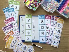 Dette er et sett med mattekort som kan brukes til oppgaveløsing og spilling med de fire regneartene. Bruk mattekortene som de er, eller bruk en terning for variasjon. Mattekortene kommer i seks farger, inndelt etter hvilket tallområde de dekker: grønn (0-10), blå (10-20), rosa (20-40), lilla (40-60), oransje (60-80) og gul (80-100) Blog, Blogging