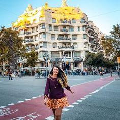 ¿Quieres saber que hacer en Barcelona y cuales son los imperdibles? No dudes en seguirme en instagram en donde hablo de mi experiencia viviendo en esta ciudad por mas de 1 año Barcelona, Around The Worlds, Street View, Photo And Video, Instagram, Travel, Paths, Originals, Europe