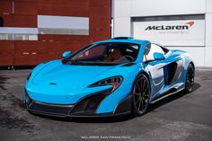 The McLaren was unveiled at the 2014 Geneva Motor Show by McLaren Automotive as a replacement for the McLaren and is currently in production. The car is available as a 2 door coupe and as a open top roadster. Carros Lamborghini, Blue Lamborghini, Ferrari, Mexico Blue, Mclaren 675lt, Mclaren Cars, Street Racing Cars, Cool Sports Cars, Free Cars