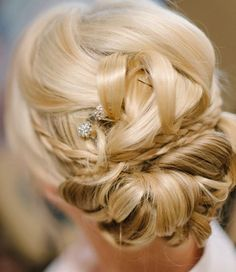 Wedding hairstyle idea; Featured Photographer: We Heart Photography