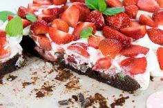 Brownie mit Erdbeeren. Rezept für Brownies mit Erdbeeren - Double Chocolate, mit doppelt viel Schokolade und saftigen Erdbeeren.