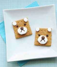 """A Cute Snack Idea: Bear S'mores.  I don't know whether to grab my cheeks and say """"Aww!!  CUTE!"""" or shove these whole into my mouth.  I'll make them and see what happens.  I'm guessing the latter."""