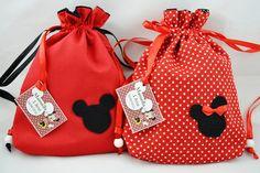 Mini Mochila Mickey e Minie Mickey Mouse Crafts, Disney Crafts, Mickey Party, Minnie Mouse Party, Mickey Costume, Drawstring Bag Diy, Disney Tote Bags, Diy Backpack, Diy Bags Purses