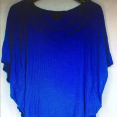 Twiggy blue batwinged sleeve V neck pockets top Size small cobalt blue top Twiggy Tops Blouses