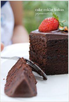 Kayaknya kami sekeluarga adalah chocolover, ga pernah nolak klo ada cake ato kue yang nyoklat banget hihiiiii.... masih dari buku resep ...