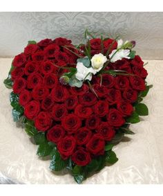 Bouquet Box, Red Rose Bouquet, Funeral Arrangements, Flower Boxes, Red Roses, Heart Shapes, Christmas Wreaths, Valentines Day, Holiday Decor