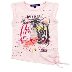 Pink cotton jersey top tied on the left side. Round neck with two small buttons on the sides. Short flutter sleeves. Design print on the chest. Trims with raw seams. - 26,00 €