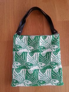 Ravelry: ToneCecilie's Flying Fish - test - knitted white and green fairisle bag with fish pattern Knitting Toys, Knitting Stitches, Fish Patterns, Fly Fishing, Fashion Bags, Ravelry, Diaper Bag, Reusable Tote Bags, Crochet