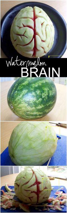 Wassermelonen-Gehirn für die Halloween Party - Muss ja nicht immer nur Kürbis sein.