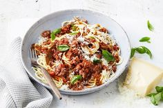 Bolognaise is made even easier by cooking it in the slow cooker. Just prep the ingredients and let this family favourite dinner take care of itself. Best Slow Cooker, Slow Cooker Soup, Slow Cooker Recipes, Cooking Recipes, Slow Cooking, Pasta Recipes, Chicken Recipes, Quiche Recipes, Slow Food