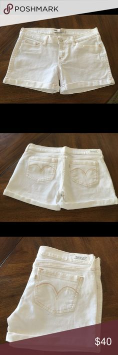 Levis White Denim Shorts 2 back pockets, 2 front pockets with 1 secret pocket on right pocket. Used and in excellent condition. 98% cotton, 2% elastane. Levi's Shorts