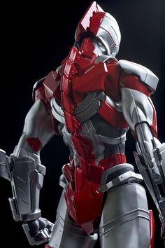 ULTRAMAN. Gray-red armor. Very stylish.