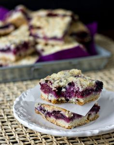 Berry Crumble Bars  I have got to stop looking at this site.  My mouth is watering and my stomach is hurting.  Courtest of EricaSweetTooth  @Abigail Phillips Regan Truax://www.ericasweettooth.com/2011/06/berry-crumble-bars.html#