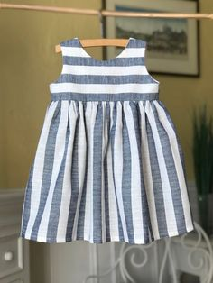 Girls Dresses Sewing, Frocks For Girls, Kids Frocks, Toddler Girl Outfits, Little Girl Dresses, Toddler Fashion, Kids Outfits, Kids Fashion, Baby Girl Dress Design