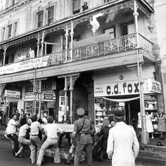 Drama in Long street Old Pictures, Old Photos, Vintage Photos, Cities In Africa, Out Of Africa, Most Beautiful Cities, Antique Maps, Back In Time, African History