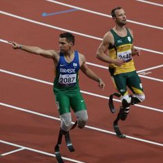 Oliveira celebrates beating Pistorius to 200m gold in 2012