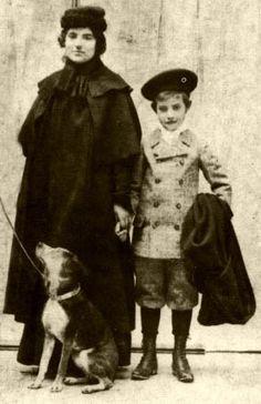 Suzanne Valadon et le petit Maurice Utrillo.                                                                                                                                                                                 Plus