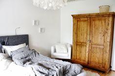 Talonpoikaiskaappi // gammalt skåp // bedroom