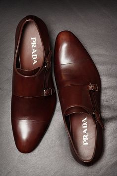 Prada - monk-strap not into men shoes but I can see these on a very well-dressed sexy man, oh my Sharp Dressed Man, Well Dressed Men, Double Monk Strap, Guy Fashion, Paris Fashion, Runway Fashion, Fashion Check, Mens Fashion Shoes, Urban Fashion