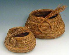 Coil on Coil Weaving Art, Hand Weaving, Pine Needle Crafts, Pine Needle Baskets, Pine Needles, Grasses, Art Festival, Gourds, Basket Weaving