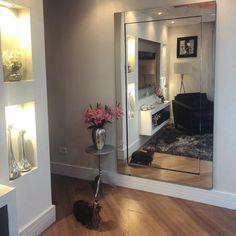 Living Room Decor Cozy, Living Room Mirrors, Home Furniture, Sweet Home, Entryway, New Homes, Dining Room, Home Decor, Nova