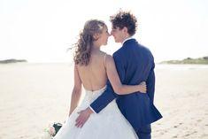 #bruidsfoto #bruidsfotografie #hellevoetsluis #oostvoorne #strand #trouwfoto #fotograaf-hellevoetsluis trouwen-trouwreportage-trouwfotograaf-bruiloft-hellevoetsluis