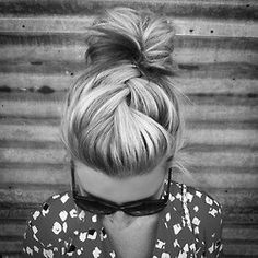 Always Dolled Up: 20 Amazing Buns for Bad Hair Days.i wish my hair looked this good on a bad hair day. My Hairstyle, Pretty Hairstyles, Hairstyle Ideas, Easy Hairstyles, Hair Updo, Prom Hairstyles, Summer Hairstyles, Makeup Hairstyle, Rockabilly Hairstyle