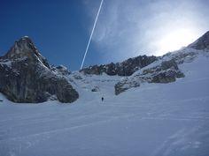 Eine der schönsten Skitouren in Vorarlberg, mit kurzen Anstiegen auf der Südseite und langen Nordhängen zum Abfahren. Mount Everest, Mountains, Nature, Travel, Bus Stop, Alps, Nice Asses, Naturaleza, Voyage
