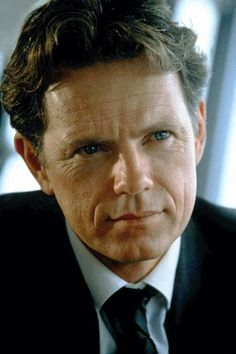 Bruce Greenwood- Chris Pike