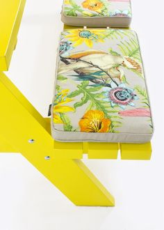 Picknicktafel pimpen een leuk kleurtje en omkeerbare kussens voor de tuinbank