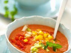 Kalte spanische Suppe (Gazpacho) ein Rezept mit frischen Zutaten aus der Kategorie Gemüsesuppe. Probieren Sie dieses und weitere Rezepte von EAT SMARTER!