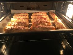 Mini apfelstrudel French Toast, Bread, Breakfast, Mini, Food, Apple Strudel, Morning Coffee, Brot, Essen
