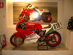 "Marco Lucchinelli's ""Battle of the Twins"" bike at the Ducati factory Museum"