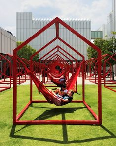 'mi casa, your casa' is a playful urban installation for the time of social distancing Interactive Installation, Interactive Art, Installation Art, Installation Architecture, Landscape Architecture, Landscape Design, Architecture Diagrams, Architecture Portfolio, Interactive Architecture