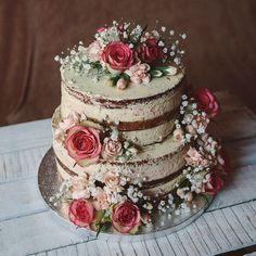 Hochzeitstorte mit echten Blumen, Naked Cake, zweistöckig, Hochzeitstorte ohne Fondant
