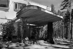 The entrance to Villa Mairea. I find the shapes very typical for alvar aalto: villa mairea in noormarkku by alvar aalto