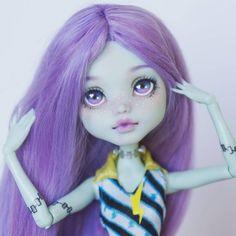 🌿Commission 🌿 Frankie Stein . . . #ooak #doll #customdoll #custom #MH #monsterhigh #Frankie #FrankieStein #Mattel #Faceup #repaint…