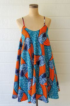 This Kaba dress is perfect for spring and summer! Dress it up with a fun necklace, add a belt and a cardigan for a more refined look or wear over your swimsuit at a poolside party. This unique African