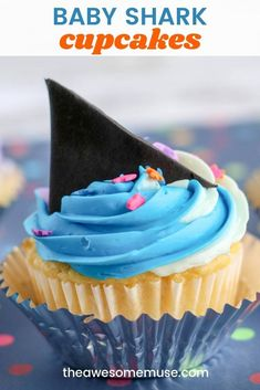 Baby Shark Cupcakes - The Awesome Muse Celebrate Shark week with these super easy baby shark cupcak Cupcake Recipes, Baking Recipes, Dessert Recipes, Drink Recipes, Shark Fin Cupcakes, Elote Dip Recipe, How To Grill Steak, Shark Week, Yummy Cupcakes