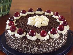 Pictures of my black forest without alcohol + recipe Food In French, French Cake, Kouign Amann, Kolaci I Torte, Alcohol Recipes, Cake Cookies, Coco, Bakery, Sweet Treats