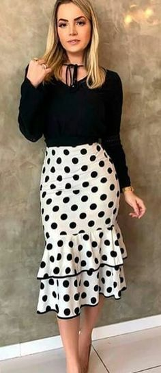 60 Polka Dot Outfits To Look Cool Dot Outfits Source by petpenufva Modest Fashion, Women's Fashion Dresses, Classy Outfits, Chic Outfits, Dots Fashion, Fashion Top, Elegant Outfit, Look Cool, African Fashion