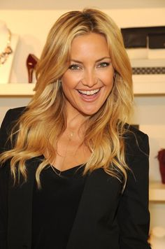 3 Keys to Making Your Eyeliner Look All Girl-Next-Door-y Seen Here on Kate Hudson - Glamour Billie Eilish, Kate Hudson Hair, Girl Next Door Look, Eyeliner Looks, Beautiful Actresses, Hair Trends, Dyed Hair, Hair Inspiration, Cool Hairstyles