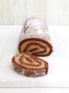 Un pur délice, cette bûche au chocolat. Nous avons ajouté un soupçon d'Amaretto à la crème Chantilly...