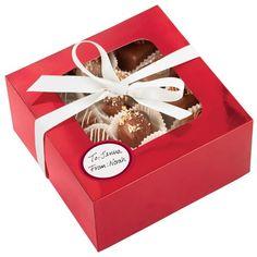 Cajita roja para regalar tus galletas y dulces navideños. http://www.sucredemaduixa.com/cajas/658-set-3-cajas-para-galletas-de-navidad.html