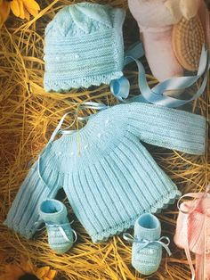 Knitting For Kids, Baby Knitting, Crochet Baby, Knit Crochet, Bebe Baby, Square Blanket, Felt Art, Baby Sweaters, Baby Sewing